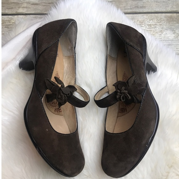 608fb4d0e804 Sofft Shoes -  SOFFT  Brown Suede Mary Jane Heels 6.5M
